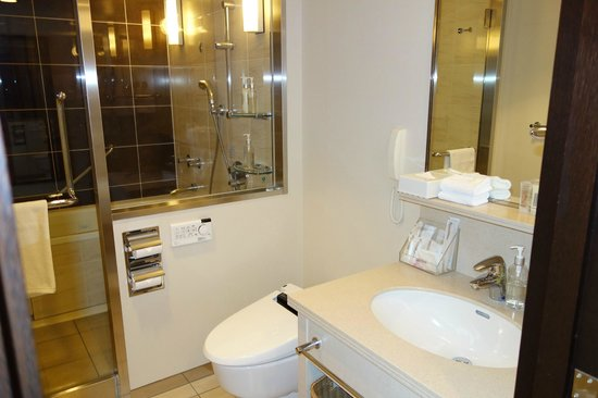 ANA Crowne Plaza Okinawa Harborview: Premier Room (Bath room)