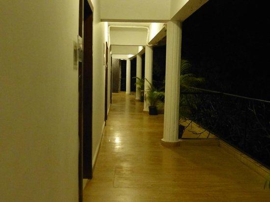 Nitya Resort: Коридор