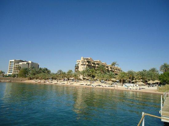Movenpick Resort & Residences Aqaba: Et kik på hotellet og stranden