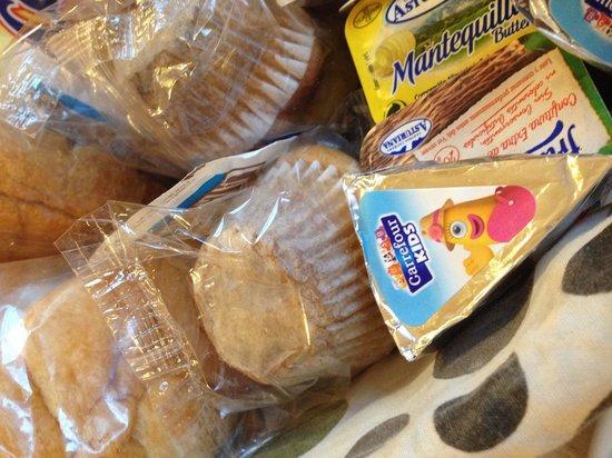 Hotel Norte y Londres: Productos de Carrefour en el desayuno. No hay fruta, ni yogures, ni cereales, ni embutido...