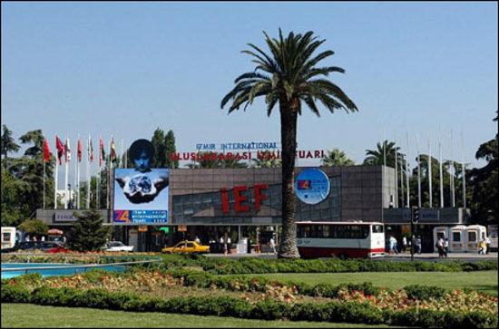 Guzel Izmir Oteli: Across from Izmir Fair
