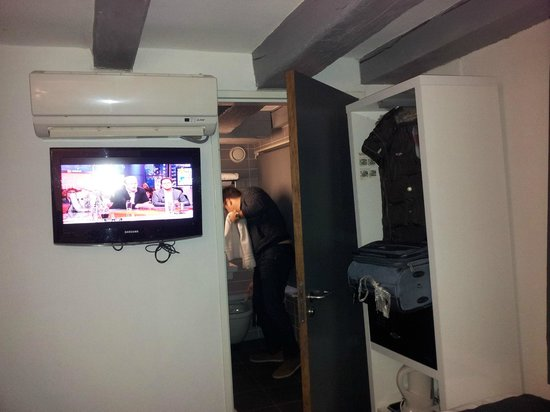 Hotel CC: Room