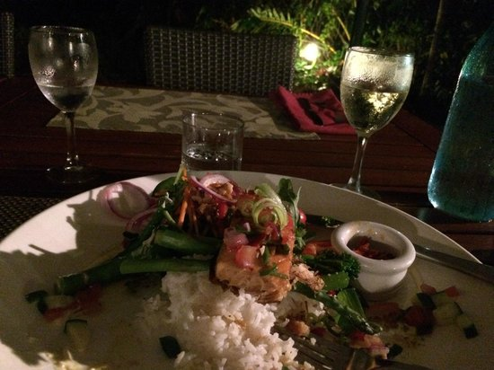 Eco Village Resort Mission Beach : Great crispy salmon