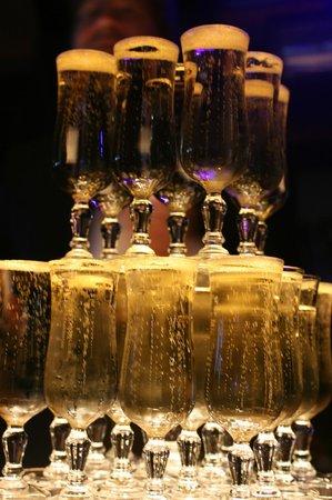 Le Moulin de la Galette: Fontaine de champagne