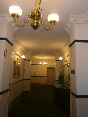 Royal Albert Hotel: Lobby on third floor