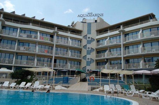 Hotel Aquamarine : hotel et piscine