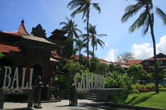Bali Garden Beach Resort: Entrance, Bali Garden