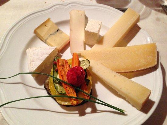 Ristorante La Mascalcia: Secondo : Selezione di 7 tipi di formaggi ( con verdurine grigliate )