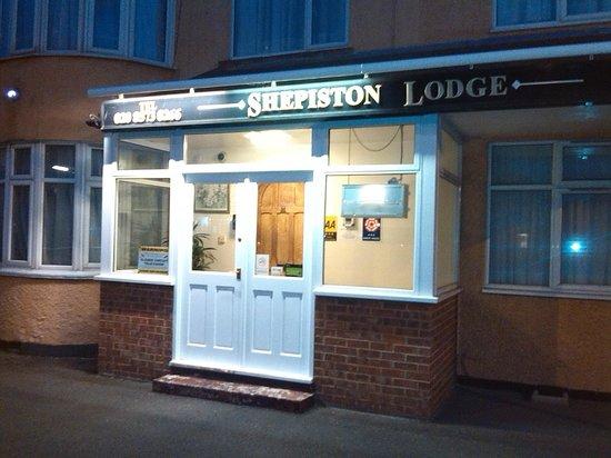 Shepiston Lodge Heathrow: Entrance