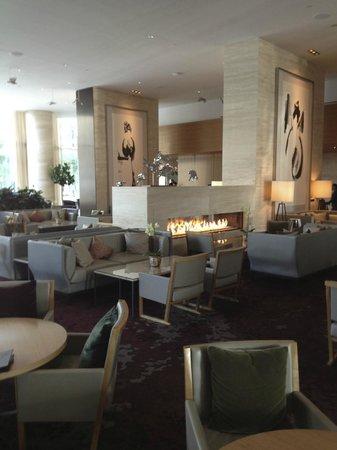 Shangri-La Hotel Toronto: Lobby area