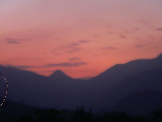 Auberge La Dauphine: Sunset in Franschhoek