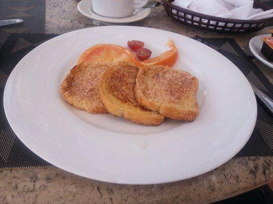Bel Air Collection Resort & Spa Vallarta: Pan francés, una delicia, fresco y excelente sabor.