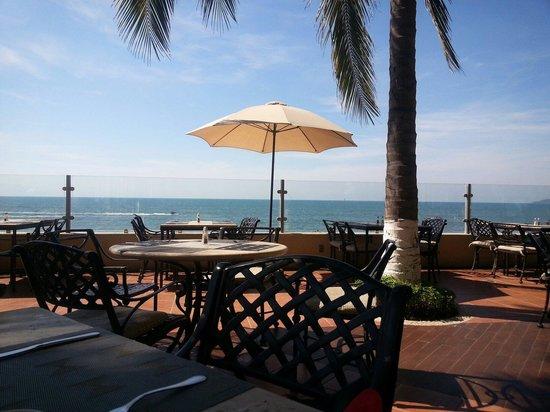 Bel Air Collection Resort & Spa Vallarta: El palm terrace es la mejor opción por la mañana para el desayuno, tiene una gran vista.