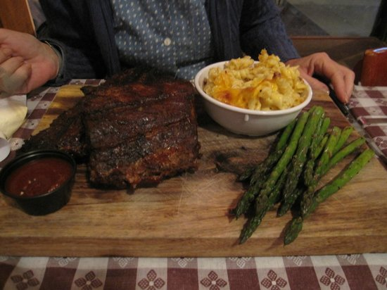 Georgia's Eastside BBQ : Ribs with mac 'n cheese and asparagus