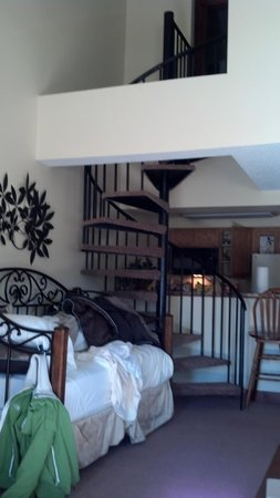 Wedgewood Lodge: stairs to the loft, comfy daybed. trundle bed is under it.