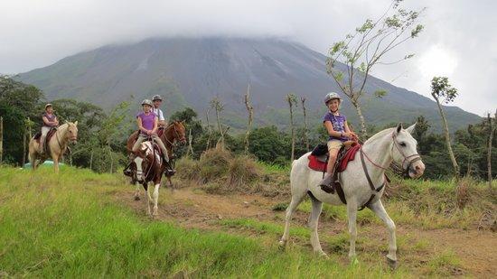 Cabalgata Don Tobias: Randonnée au pied du volcan Arenal = extraordinaire