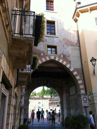 Ponte Pietra a Verona, porta di accesso