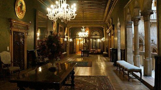 Hotel Danieli, A Luxury Collection Hotel : Hotel interior Dandolo palace