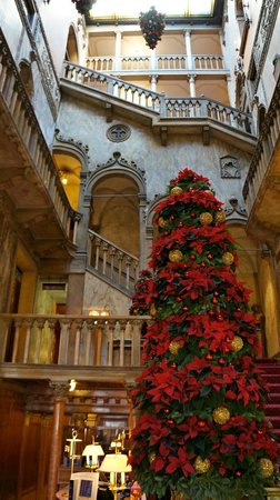 Hotel Danieli, A Luxury Collection Hotel : hotel lobby in old Dandolo palace