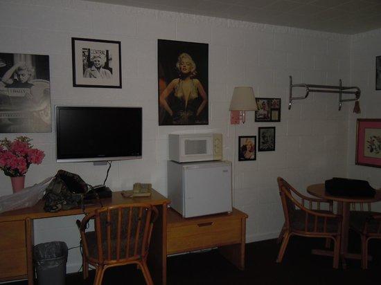Canyon Lodge: Sehr sauberes Zimmer mit 2Betten,Kühlschrank und Microwelle