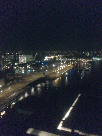 Mövenpick Hotel Amsterdam City Center: View from room at night