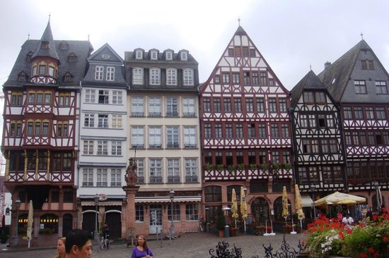 Hotel InterContinental Frankfurt: Romer Square - o centro da cidade - todo reconstruído