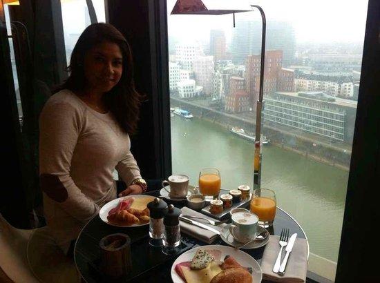 Hyatt Regency Dusseldorf : Desayuno y trato excelente !!!