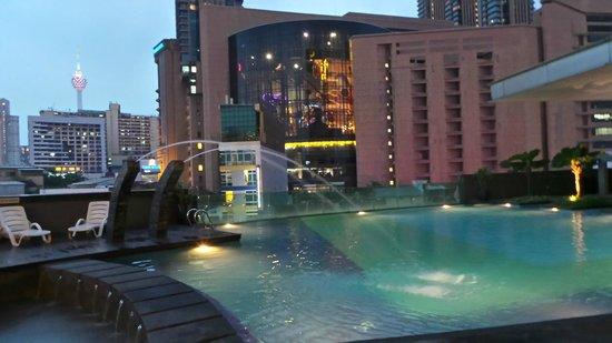 Furama Bukit Bintang: Swimming pool & spa
