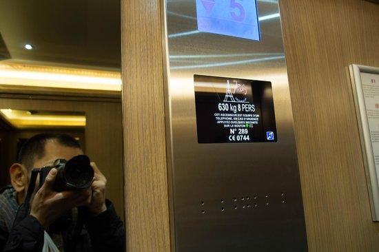 Hotel Du Midi Paris Montparnasse: 新しくなったエレベーター。最大8人乗り。