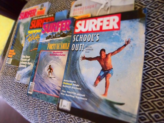 Umzumbe Surf House & Surf Camp: Kick back with one of the vintage surf magazines at Umzumbe Surf House