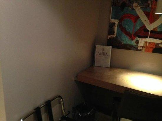 ANBA Bed&Breakfast Deluxe: Desk/Office area