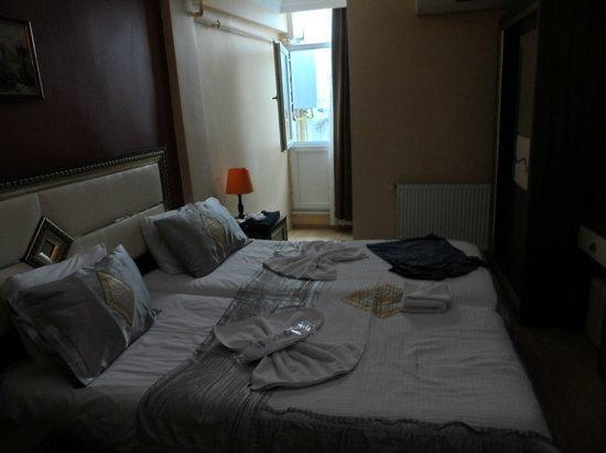 Sirma Sultan Hotel Istanbul : Large double bed