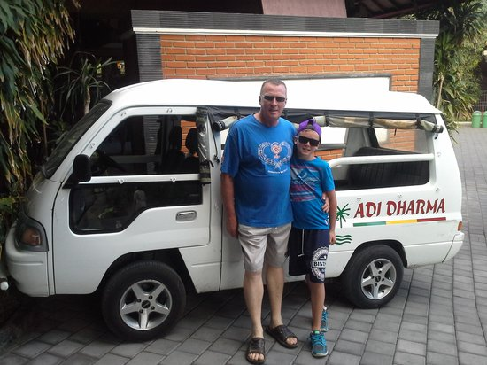 Adi Dharma Hotel : off to the beach