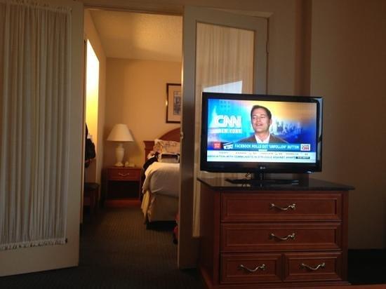 Sandman Signature Mississauga Hotel: comfortable suite
