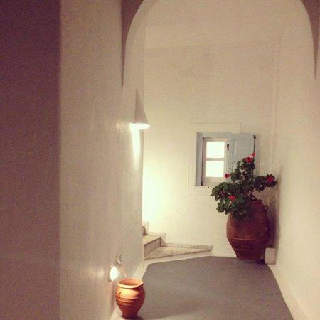 Athina Luxury Suites: Corredores del hotel