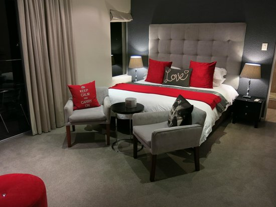 Atholl House: Ruby room