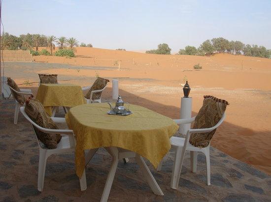 Hotel/Maison d'Hotes Chez Nous: Cortile sulle dune