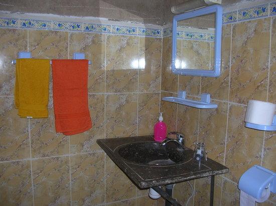 Hotel/Maison d'Hotes Chez Nous: Bagno camera Narciso