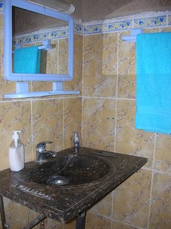 Hotel/Maison d'Hotes Chez Nous: Bagno Camera Ortensia