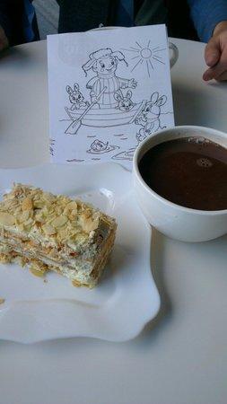 Ciao!: А вот и сам Наполеон и фирменное какао...  И да, там можно немного отвлечь детей разукрашками