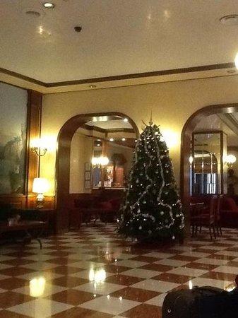 Leonardo Hotel Milan City Center: Hall dell'albergo