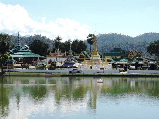 Wat Chong Kham : Wat Jong Kham and Wat Jong Klang