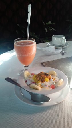 Hotel Los Volcanes B&B: breakfast -so fresh and delicious!