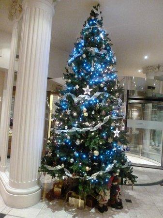 Corus Hotel Hyde Park London: winter decoration