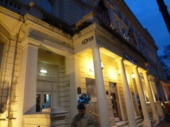 Corus Hotel Hyde Park London: outside hotel