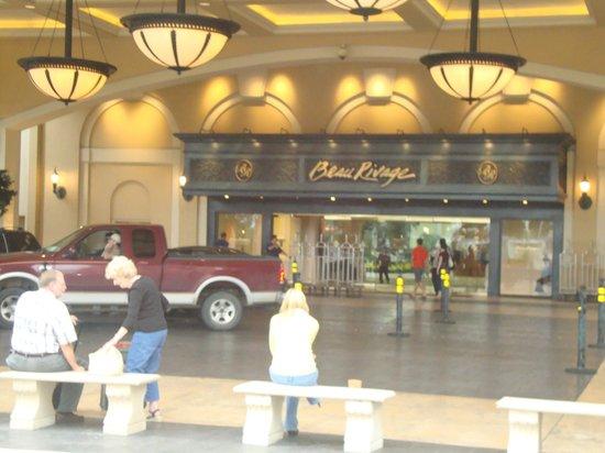 Beau Rivage Resort & Casino Biloxi: Вход в отель