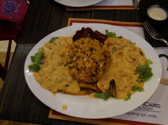 Cocolon: el plato se llama moros en la costa, mejillon, camarón y calamar