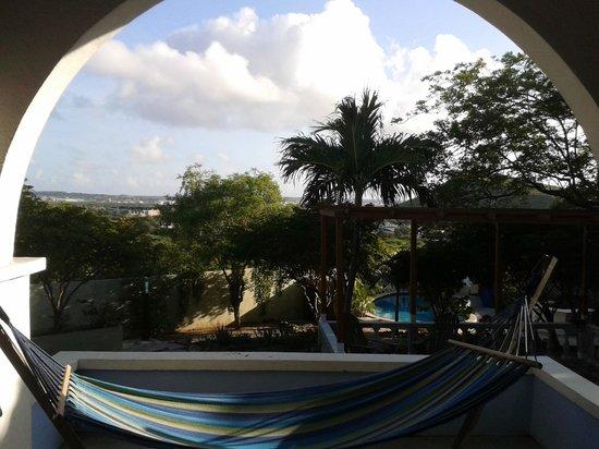B&B Curaçao De Herberg: Uitzicht vanaf de porch