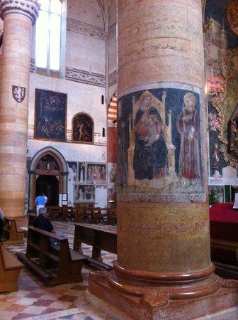 Chiesa di Sant'Anastasia: Sant'Anastasia a Verona, interno, particolare