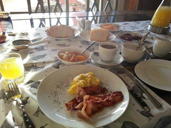 Barchan Dune Retreat: breakfast by Hannetjie